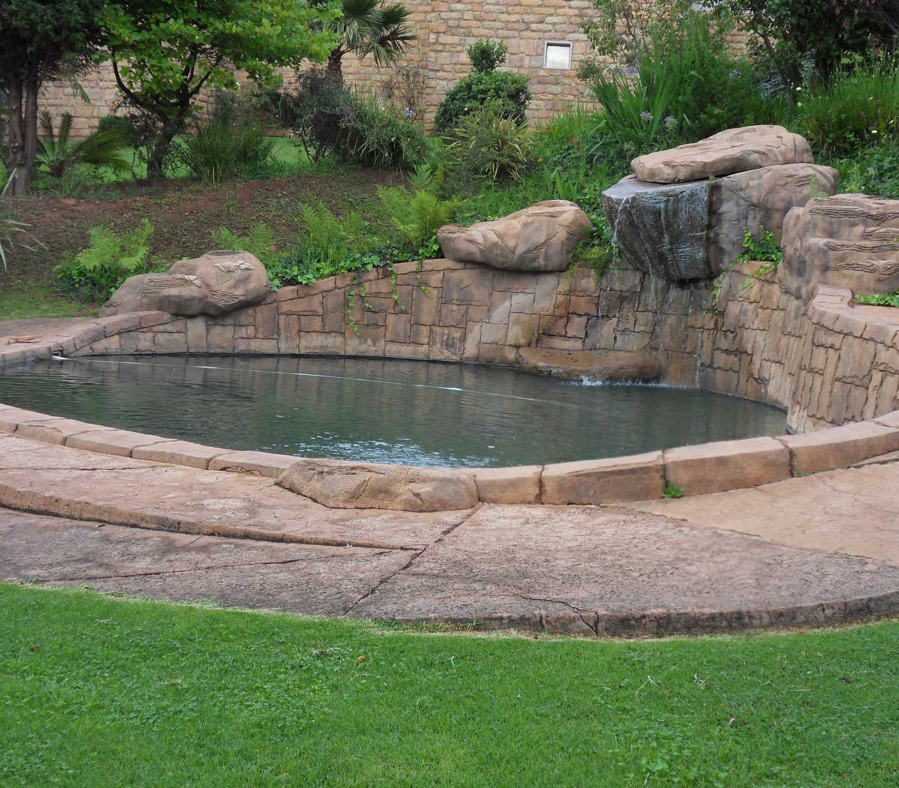 https://highlander.hotelian.co.za/wp-content/uploads/2016/05/Hotelian_The_Highlander_swimming_pool.jpg